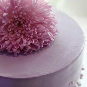 sassafraz_wedding_flowers_on_cake